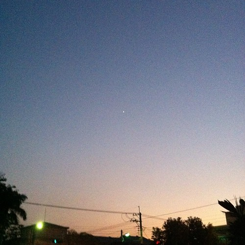 剛澆水完畢,見到一顆明星。 慢慢回到軌道上。 #我的天空