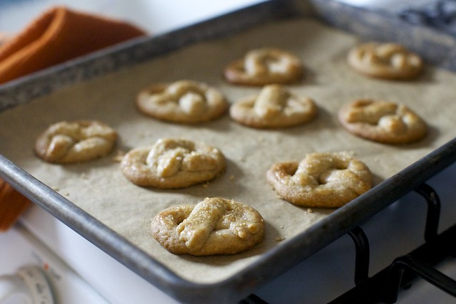 sugared pretzel cookies, cooling