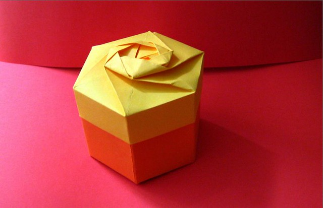 Giftpresent1 gift box orange negle Images