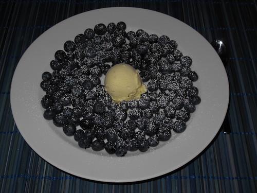 Blaubeeren mit Vanilleeis