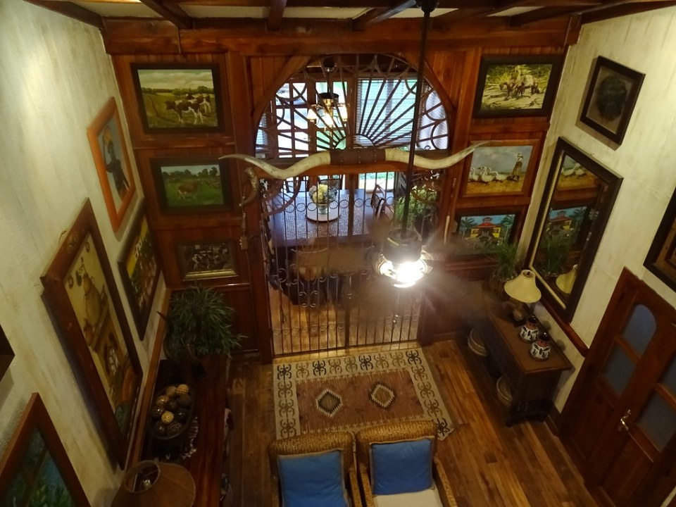 Interior Mansion Hacienda La Danesa Naranjito Ecuador 01