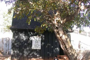 maison de bois noir