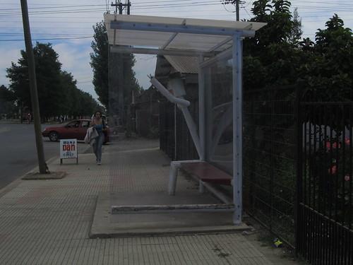 Esperando el Bus. by K-95