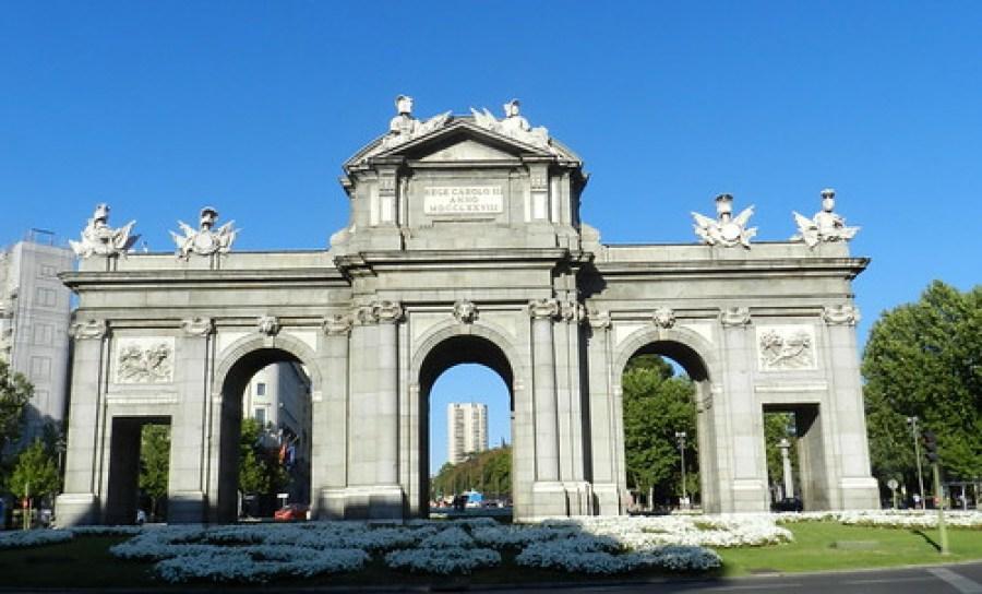 Madrid Puerta de Alcalá 01