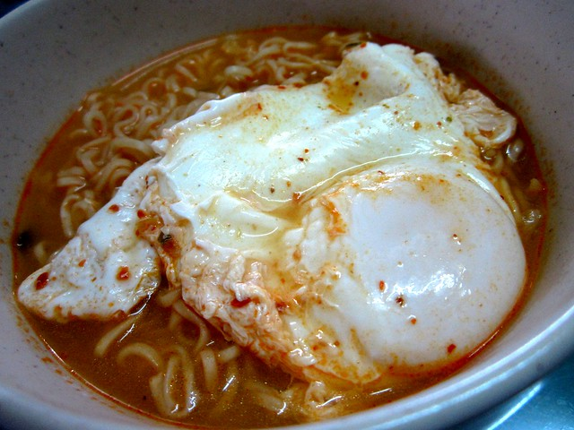 Egg with instant noodles