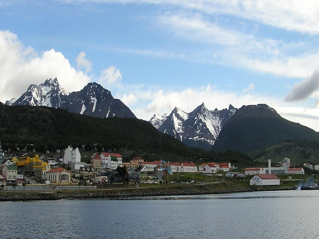 ciudad y Bahia de Ushuaia Andes fueguinos Argentina 05