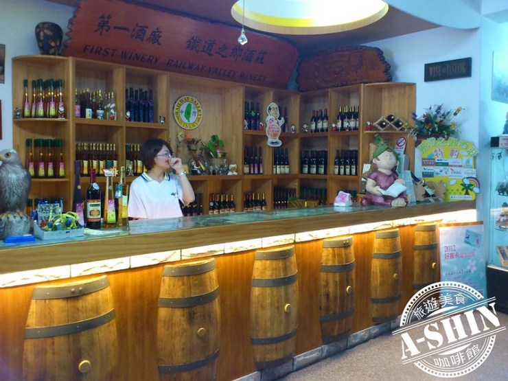 第一酒廠-鐵道之鄉酒莊:1F品酒、販售區