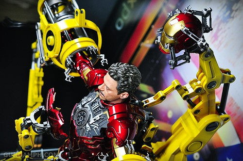 Hot Toys Iron Man 2 - Suit-Up Gantry with Mk IV Review MMS160 Unboxing - day3 (68)