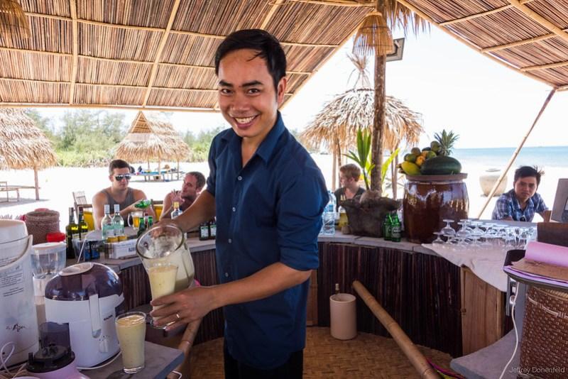 2013-06-09 Hue Beach Bar - DSC05107-FullWM