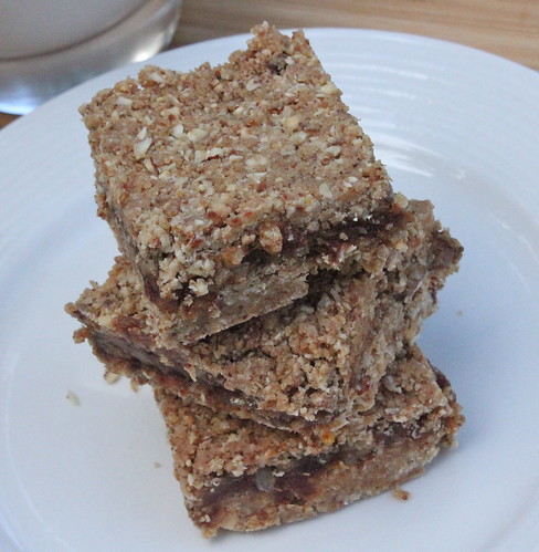 No-Bake Protein Date Bars1