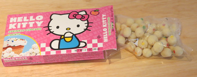 Hello Kitty Sprinkle Cupcake Treats (USA)