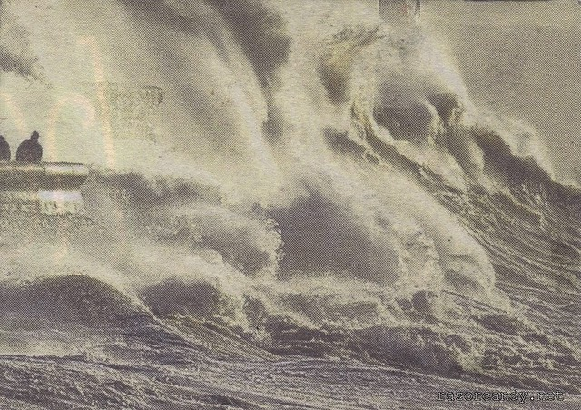enormous waves (3)