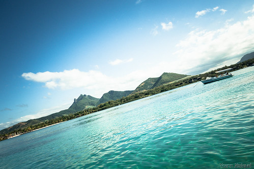 sea mauritius boat by Zeeyolq Photography