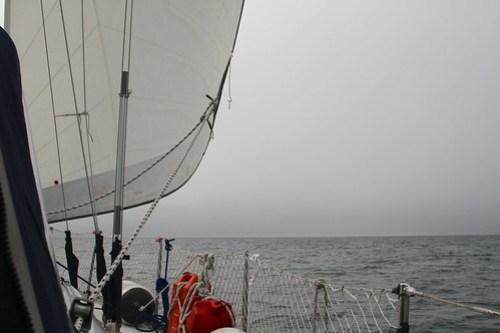 Seiling i tåkehav innover Porsangerfjorden