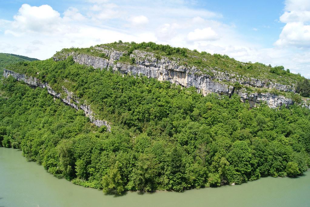 Le Rhône et la montagne de Parves