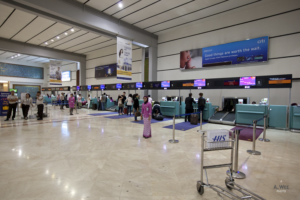 SQ Check-in at Jakarta Airport