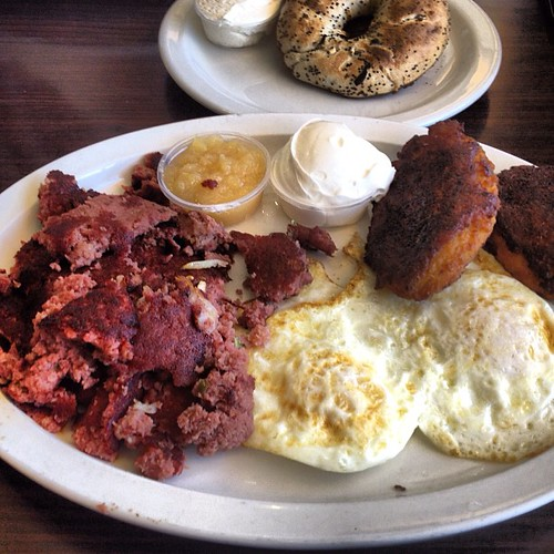 Corned beef and eggs I think is just right for dinner too by @MySoDotCom