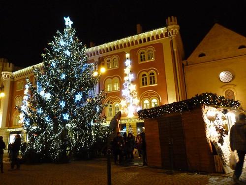 Puestos y árbol de Navidad en la Plaza de la República (Praga)