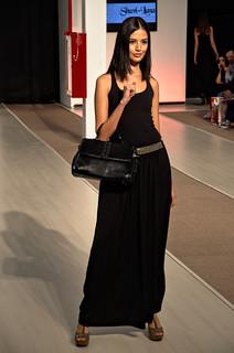 Black leather medium sized hand bag - Intermoda Trends