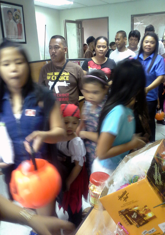 Makati City Hall Trick-or-Treat 20131030_141609