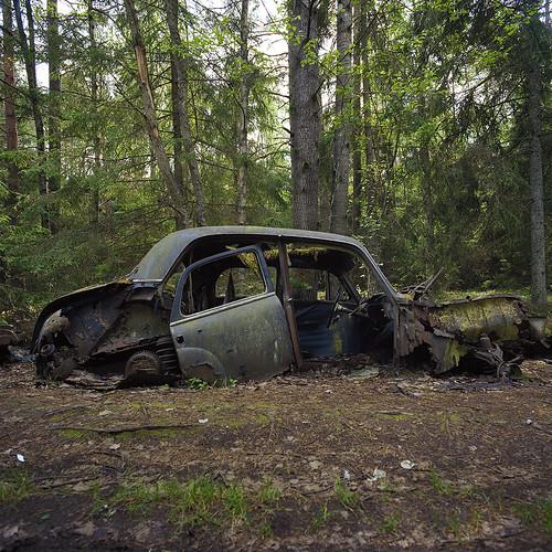 EXPLORE | Hasselblad 503CX – C – KodakEktar100 – Bilkyrkogård IV