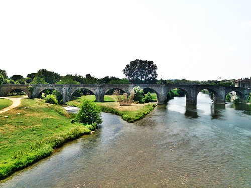Día 2: Francia (Carcasona: Ciudadela con Muralla, Castillo, Basílica, etc. Ciudad Nueva con Canal del Mediodía, Catedral, etc).