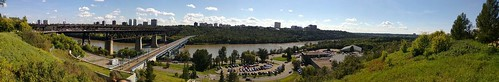 The Edmonton River Valley above the Royal Glenora Club #yeg
