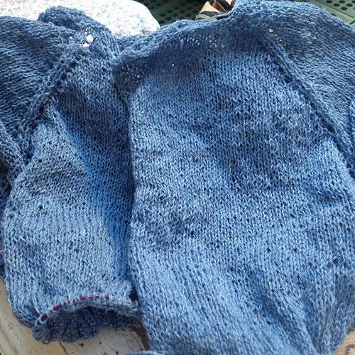 Wip #ravelry #fattoamano  #yarn #holstgard #nottiblu #emmafassio #knit #knitting #instaknit #lavoroamaglia #fattoamano #handmade #cheaphappiness