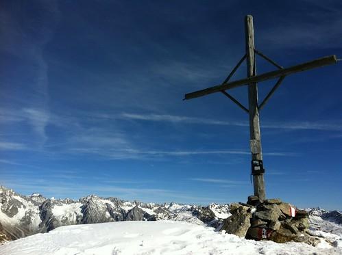 Gipfelkreuz Amperspitze 2.687 m und Gipfelblick
