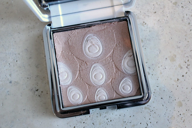 Jardin de Givre Illuminating Powder review and swatches
