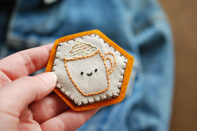30 Colorful Hexagon Projects to Sew featured by top US sewing blog, Flamingo Toes: PSL Hexagon Pin