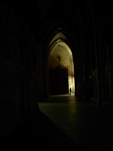 Man in the shadows, Santa Maria de Leon