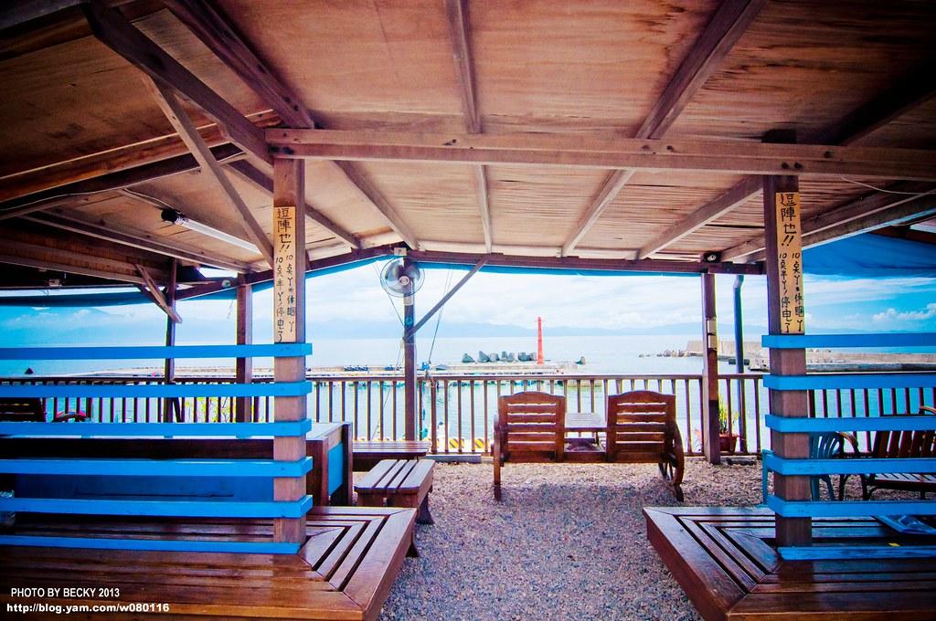 【小琉球】。有著海味的民宿『龍蝦洞民宿』~和一群好友坐在涼亭面對著一片大海!離島住宿篇 - [自己的 ...