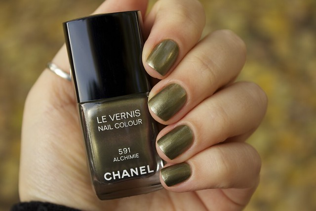 01 Chanel Alchimie swatches