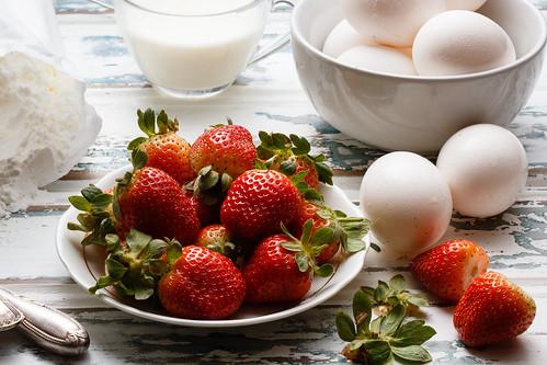 Strawberries cake by Luiz L.