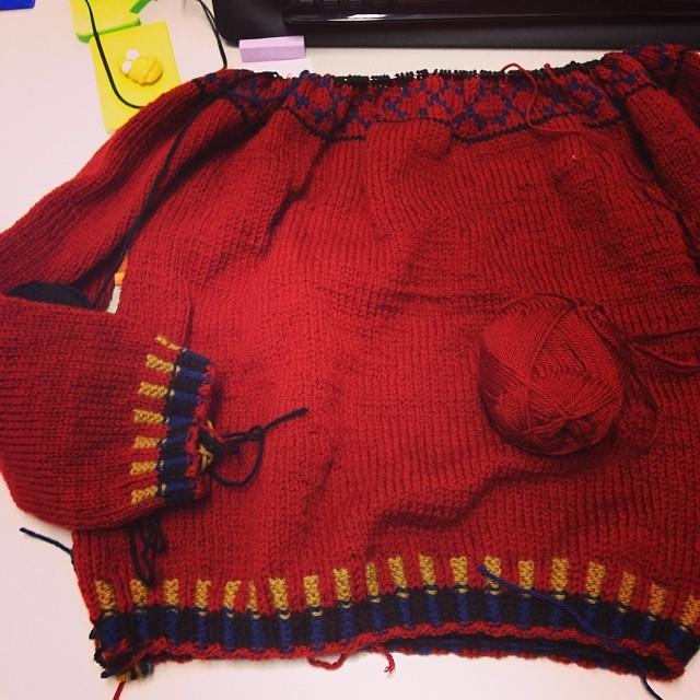 Pirate in progress #inverno #instaknit #iolavoroamaglia #lavoroamaglia #fattoamano #handmade #cheaphappiness #knittingfriends #knitting #serialknitter