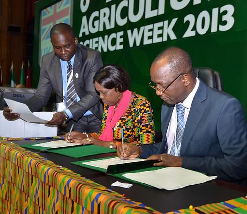 FARA's Tiemoko Yo and AU's Tumusiime Peace sign MOU at AASW6