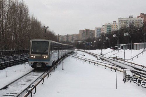 Moscow Metro train at ground level near Пионерская (Pionerskaya) station