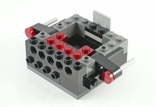 LEGO The Movie 70807 MetalBeard's Duel 04
