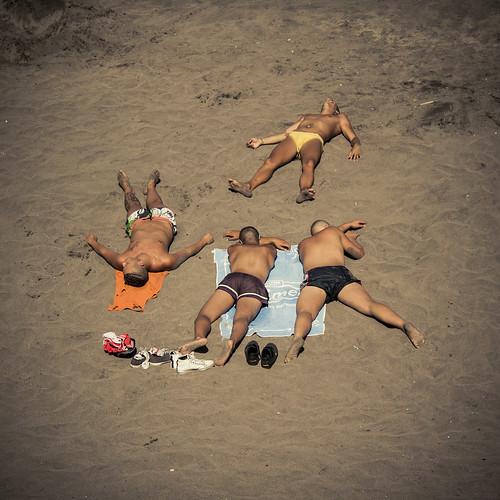 Victims of the Sun (Playa de Las Americas, Tenerife) - Photo : GIlderic