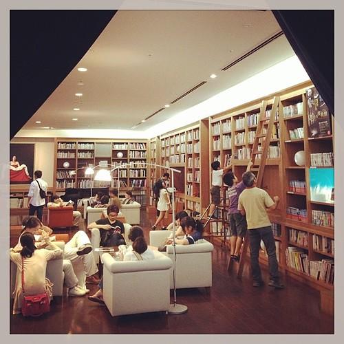 「冷風に 行間そよぎ 思い馳す」 [iPhone5s ProCamera7] 2013/09/08(Sun) 04:35pm, 熊本市中央区 熊本市現代美術館図書館  #photooftheday  #igworldclub