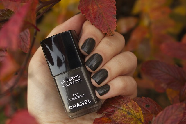 18 Chanel Mysterious swatches