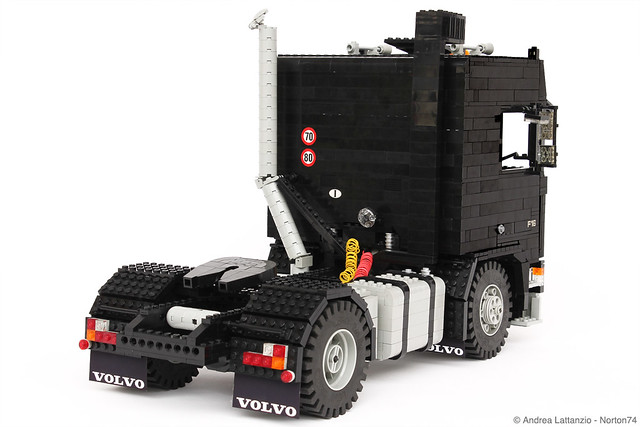 BLACK LABEL: VOLVO F16 GLOBETROTTER 1:13 SCALE LEGO® MODEL