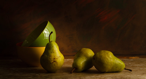 Green pears by Luiz L.