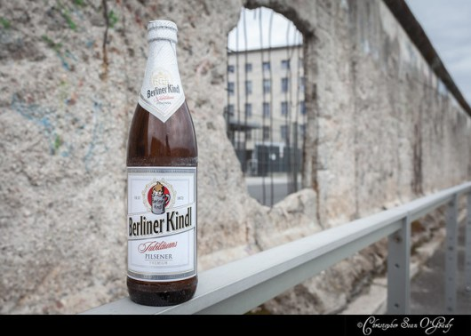 Berliner Kindl consumed in front of the Berlin Wall. berliner kindl schultheiss brauerei
