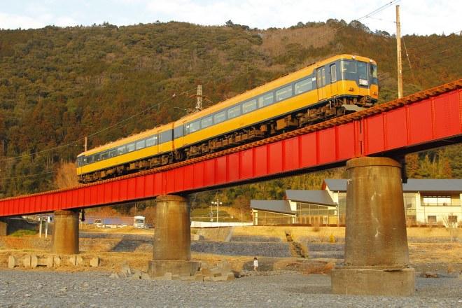 大井川第一橋梁を渡る