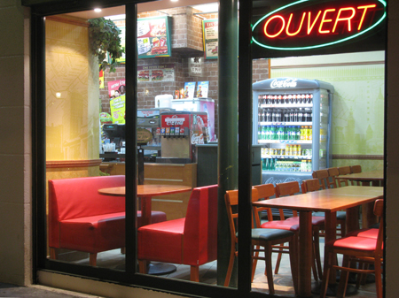 9a09 Ru Montmartre metro nocturnos varios007 variante Uti 450