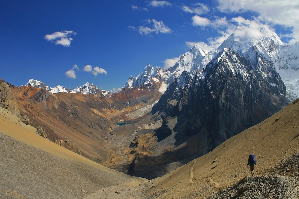Descending from Paso Jurau on the Huayhuash Circuit. Picture copyright by pikesonbikes.com
