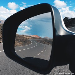 Just another day on the #road in #lanzarote #travel #wanderlust #travelgram #españa #car #mirror #curve #clouds #landscape #vulcanos #blue #sky