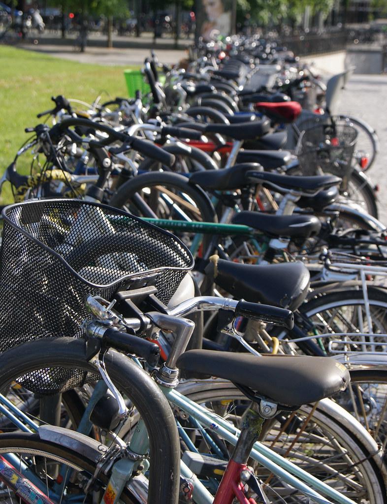 Vélos sur la place de la Gare
